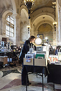 New york Brooklyn. Flea market at one hanson place in The Williamsburgh Savings Bank Tower. / marche aux puces du week end dans la tour de la  Williamsburgh Savings Bank