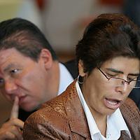 Toluca, Mex.- Los diputados del PRD, Domitilo Posadas y Juana Bonilla Jaime, hablan con periodistas durante la tradicional conferencia de prensa de la fracción legislativa en el Congreso del Estado de México. Agencia MVT / Mario Vazquez de la Torre. (DIGITAL)<br /> <br /> <br /> <br /> <br /> <br /> <br /> <br /> NO ARCHIVAR - NO ARCHIVE