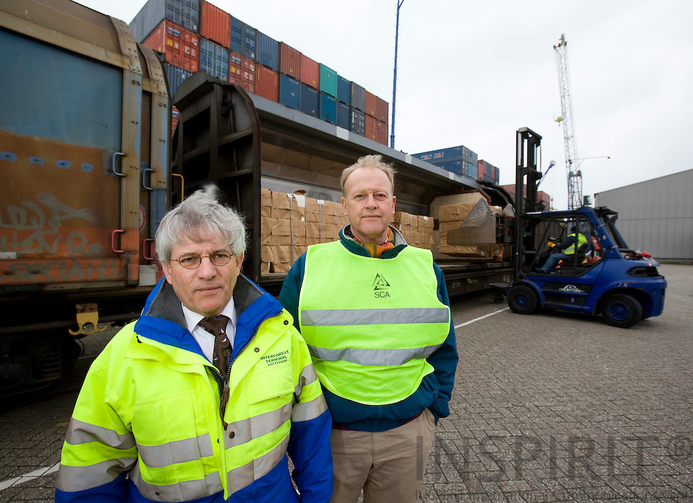 ROTTERDAM - NETHERLAND - 21 FEBRUARY 2008 -- Port of Rotterdam -- Minco A. van HEERZEN (Ri), Communications Chief of the Rotterdam Port Authority and Bob F. de LANGE (Le), Managing Director of Interforest Terminal Rotterdam. Behind them a forklift loading a rail wagon with paper for export.  Photo: Erik Luntang