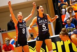 20140917 NED: Gelderland Cup, Nederland - Turkije, Doetinchem<br /> Judith Pietersen, Robin de Kruijf vieren een punt<br /> ©2014-FotoHoogendoorn.nl / Pim Waslander