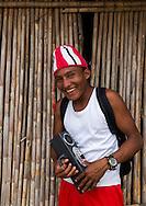 Retrato de jove Guna Yala.  La  isla de Ustupu, perteneciente a la comarca indígena  Guna Yala,  forma parte del archipiélago de 365 islas a lo largo de la costa caribe noreste de Panamá..En Ustupu se genero la  Revolución Guna  en 1925, en la que los indígenas Gunas se defendieron ante las autoridades panameñas, que obligaban a los indígenas a occidentalizar su cultura a la fuerza. los Gunas con el aval del gobierno panameño, crearon un territorio autónomo llamado comarca indígena de Guna Yala, para garantizar la seguridad de la población y cultura Guna..(Ramón Lepage).