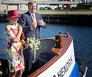 12-9-2014 DEN HELDER -  Koning Willem-Alexander and Queen Maxima to board a lifeboat. During the trip sailed past the rescue museum and highlights the location of newly built library in Den Helder. Koning Willem-Alexander and Queen Maxima pay a visit to the region of Noord-Holland, Friday, September 12, 2014 COPYRIGHT ROBIN UTRECHT