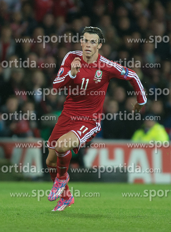 13.10.2014, City Stadium, Cardiff, WAL, UEFA Euro Qualifikation, Wales vs Zypern, Gruppe B, im Bild Wales Gareth Bale in action against Cyprus // 15054000 during the UEFA EURO 2016 Qualifier group B match between Wales and Cyprus at the City Stadium in Cardiff, Wales on 2014/10/13. EXPA Pictures &copy; 2014, PhotoCredit: EXPA/ Propagandaphoto/ Ian Cook<br /> <br /> *****ATTENTION - OUT of ENG, GBR*****