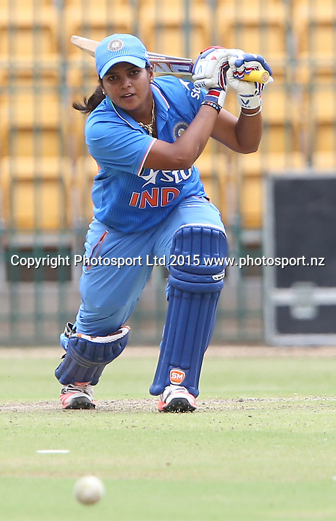 Poonam Veda of India in action during the 3nd ODI match against New Zealand at Chinnaswamy Stadium in Bangalore