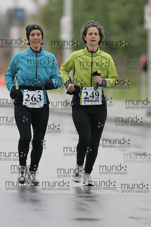 (13/10/2007--Ottawa) TransCanada 10K Canadian Championship run by Athletics Canada. The athlete in action is JOHANNE FINN and LYNDA CHOUINARD