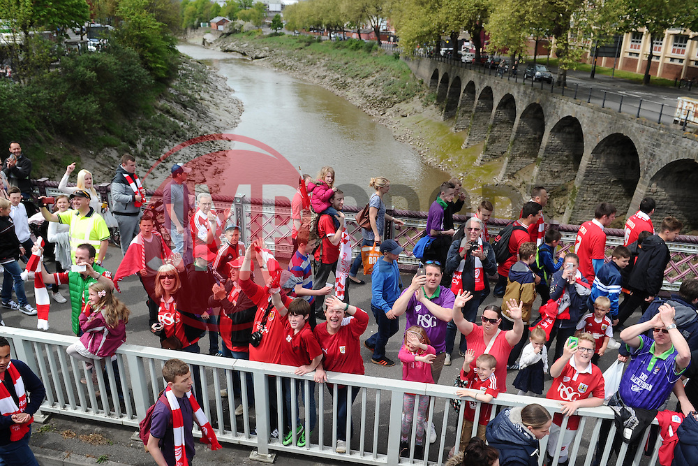 - Photo mandatory by-line: Joe Meredith/JMP - Mobile: 07966 386802 - 04/05/2015 - SPORT - Football - Bristol -  - Bristol City Celebration Tour