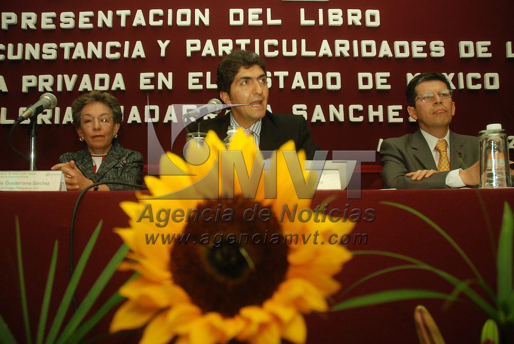 Toluca, Mex.- Ernesto N&eacute;mer &Aacute;lvarez, secretario de Desarrollo Social, en la presentaci&oacute;n del libro &quot;Tiempo, Circuantancia y Particularidades de la Asistencia Privada en el estado de M&eacute;xico&quot;, escrito por Gloria Guadarrama S&aacute;nchez. Agencia MVT / Jos&eacute; Hern&aacute;ndez. (DIGITAL)<br /> <br /> <br /> <br /> NO ARCHIVAR - NO ARCHIVE