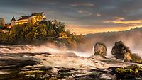 Der Rheinfall bei Neuhausen ist während den Abend- und Nachtstunden ein Schauspiel besonderer Art. Mit 23 Meter Höhe und 150 Meter Breite ist er der größte und wasserreichste Wasserfall Europas.