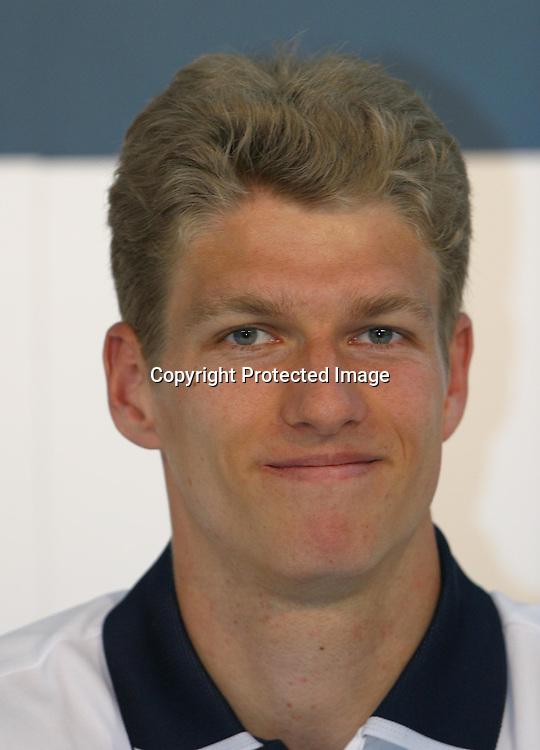 Sport,Tennis, ATP Turnier, BMW Open 2002, MPTC Iphitos,  Spieler Alexander Popp(Ger) in der Pressekonference, Portrait,Portraet,<br /><br /> Muenchen 01.05.2002<br /><br /> Foto:Juergen Hasenkopf