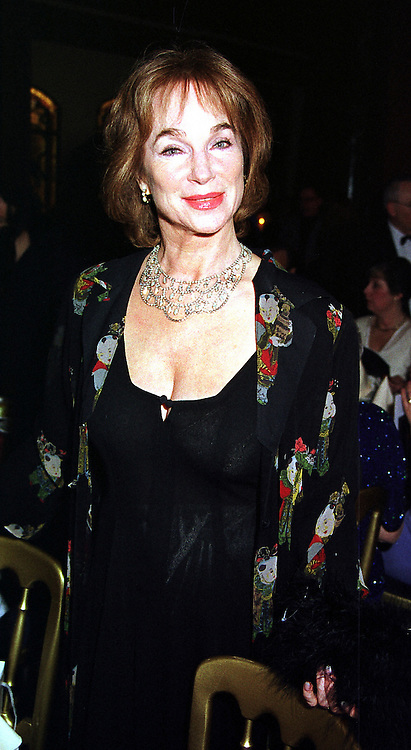 Actress SHIRLEY-ANNE FIELD at a ball in London on 5th February 2000.OAW 34