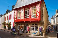 France, Loire-Atlantique (44), Le Croisic, classé petite cité de caractère, maison à pans de bois dans la vieille ville // France, Loire-Atlantique, Le Croisic