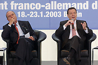 23 JAN 2003, BERLIN/GERMANY:<br /> Jacques Chirac (L), Praesident Frankreich, und Gerhard Schroeder (R), SPD, Bundeskanzler, waehrend einer Diskussion mit 500 Jugendlichen des deutsch-franzoesischen Jugendparlaments, Bundeskanzleramt<br /> IMAGE: 20030123-01-032<br /> KEYWORDS: Gerhard Schröder