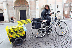 20120415 FACCHINI ELISA IN BICICLETTA DA OCCHIOBELLO A ROMA PER PROTESTA