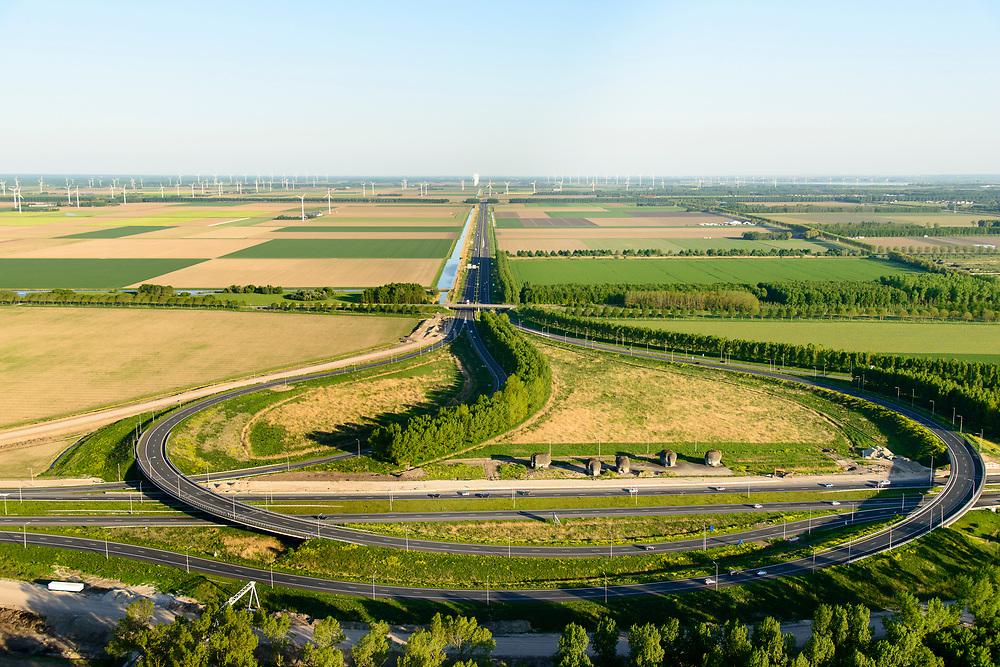 Nederland, Flevoland, Almere, 07-05-2018; knooppunt Almere A6 en A27, turbineknooppunt. Met vijf olifanten van beeldend kunstenaar Tom Claassen.<br /> Junction Almere A6 and A27, turbine junction.<br /> luchtfoto (toeslag op standard tarieven);<br /> aerial photo (additional fee required);<br /> copyright foto/photo Siebe Swart