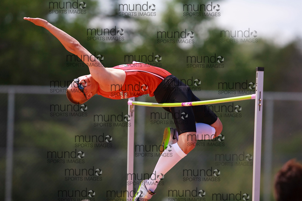 Winnipeg, Manitoba ---11-07-10--- Branden Wilhelm competes in the high jump at the 2011 Canadian Junior National Track and Field Championships in Winnipeg, Manitoba,  July 10, 2011..GEOFF ROBINS/ Mundo Sport Images.
