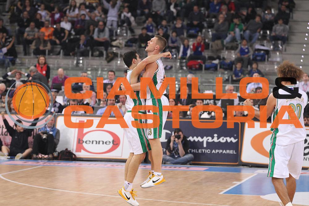 DESCRIZIONE : Torino Coppa Italia Final Eight 2011 Finale Montepaschi Siena Bennet Cantu<br /> GIOCATORE : Nikolaos Zisis Rimantas Kaukenas<br /> SQUADRA : Montepaschi Siena<br /> EVENTO : Agos Ducato Basket Coppa Italia Final Eight 2011<br /> GARA : Montepaschi Siena Bennet Cantu<br /> DATA : 13/02/2011<br /> CATEGORIA : Ritratto Esultanza<br /> SPORT : Pallacanestro<br /> AUTORE : Agenzia Ciamillo-Castoria/G.Cottini<br /> Galleria : Final Eight Coppa Italia 2011<br /> Fotonotizia : Torino Coppa Italia Final Eight 2011 Finale Montepaschi Siena Bennet Cantu<br /> Predefinita :