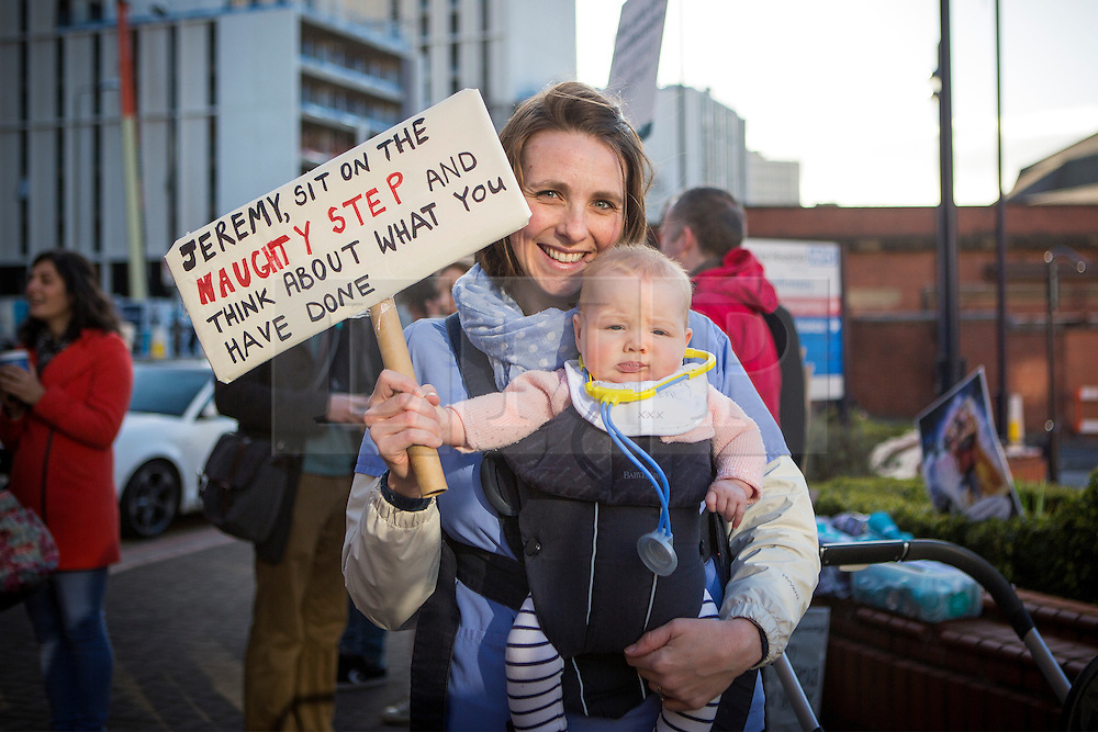 © Licensed to London News Pictures. 06/04/2016. Leeds UK. Junior Doctors are on strike for the 4th time at Leeds General Infirmary in their contract dispute with the government. Photo credit: Andrew McCaren/LNP