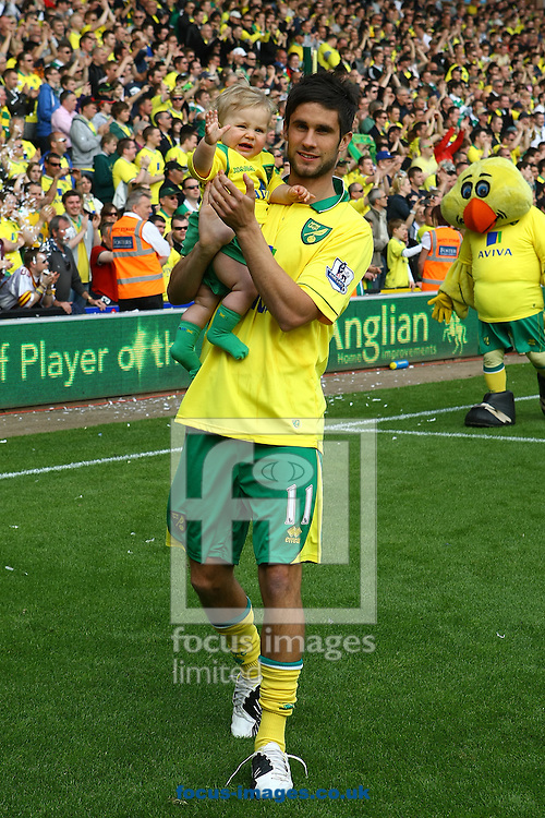 Picture by Paul Chesterton/Focus Images Ltd.  07904 640267.13/05/12.Andrew Surman of Norwich and his child on the lap of appreciation after the Barclays Premier League match at Carrow Road Stadium, Norwich.