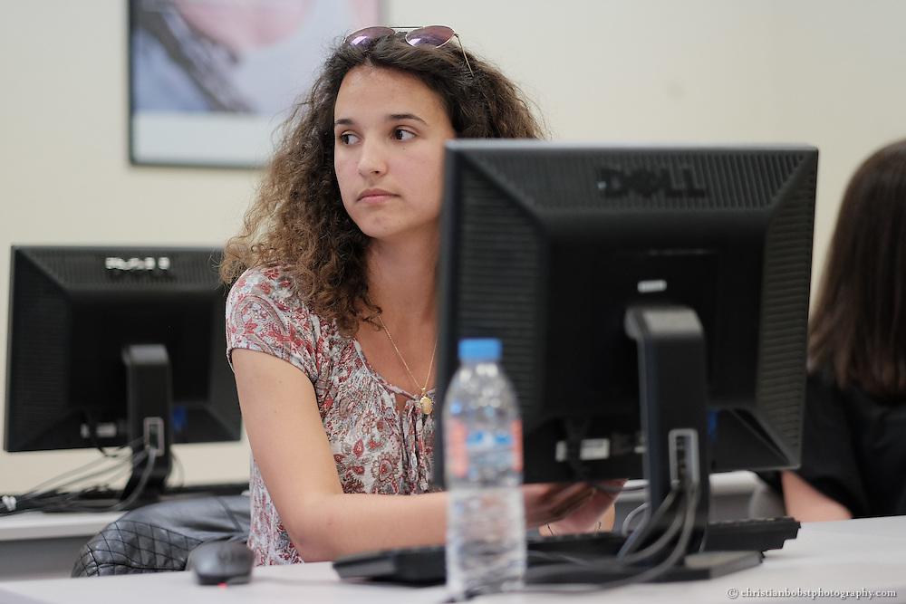 "Zanfina Gashi besucht das ""female in IT"" Training (FIT) an der American University of Kosovo (AUK), Project EYE , SDC"