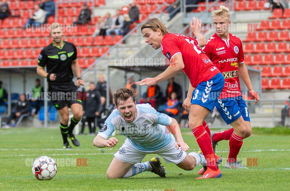 Nicolas Mortensen (FC Helsingør) får ikke straffespark i duellen med Sebastian Stenberg Ellefsen (Slagelse) under kampen i 2. Division mellem Slagelse B&I og FC Helsingør den 6. oktober 2019 på Slagelse Stadion (Foto: Claus Birch).