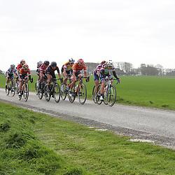 05-04-2017: Wielrennen: Healthy Ageing Tour: Grijpskerk<br />GRIJPSKERK (NED) wielrennen<br />Kopgroep in de buurt van Lauwerszijl