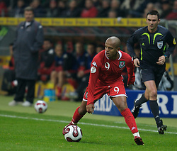 FRANKFURT, GERMANY - Wednesday, November 21, 2007: Wales' Robert Earnshaw in action against Germany during the final UEFA Euro 2008 Qualifying Group D match at the Commerzbank Arena. (Pic by David Rawcliffe/Propaganda)