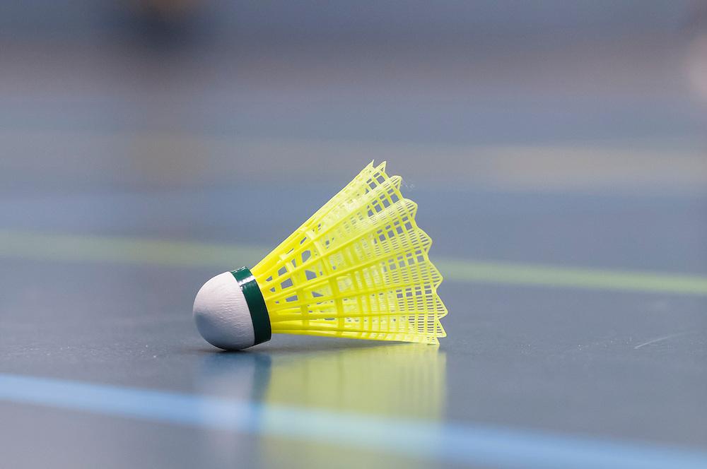 Nederland, Den Bosch, 20130122..Badminton shuttle ? Geel gekleurde shuttle ligt op een sportvloer. De vloer heeft verschillende gekleurde strepen....Netherlands, Den Bosch, 20130122..Badminton shuttle.Yellow colored shuttle lies on a sports floor. The floor has different colored stripes.