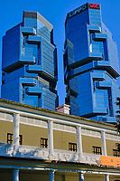 Chine, Hong Kong, Hong Kong Island, le Hong Kong Park, la Flagstaff house et les tours Lippo Center // China, Hong-Kong, Hong Kong Island, Lippo center towers and Flagstaff house at Hong Kong Park