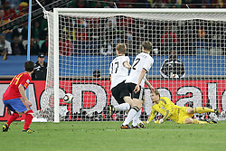 07.07.2010, Moses Mabhida Stadium, Durban, SOUTH AFRICA, Deutschland ( GER ) vs Spanien ( ESP ) im Bild Manuel Neuer ( FC Schalke 04 #01 ) Per Mertesacker ( Werder Bremen #17 ) Marcell Jansen ( Hamburger SV #02 ) li XABI ALONSO ( Madrid #14 ) )   Foto ©  nph /  Kokenge / SPORTIDA PHOTO AGENCY