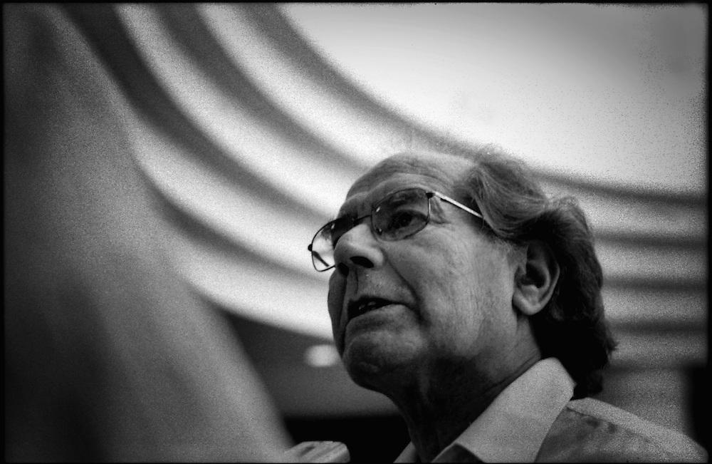 PORTRAITS / RETRATOS<br /> <br /> Adolfo Perez Esquivel<br /> Escultor Argentino, Premio Nobel<br /> Caracas - Venezuela 2004<br /> <br /> (Copyright &copy; Aaron Sosa)
