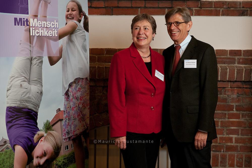 Im Vorstand der neuen STIFTUNG: Diakoniechefin und Hinz&Kunzt-<br /> Herausgeberin Annegrethe Stoltenberg und ihr Vorgänger Dr. Stephan Reimers.