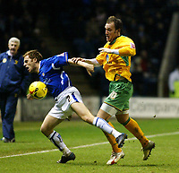 Photo: Chris Ratcliffe.<br />Leicester City v Norwich City. Coca Cola Championship. 31/12/2005.<br />Dean Ashton (R) of Norwich tussles with Alan Maybury of Leicester.