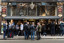 © Licensed to London News Pictures. 22/12/2017. London, UK. Office workers drinking outside the Lord Aberconway pub in Liverpool Street in the City of London. Many office workers in the City appear to have finished work early today and have headed to pubs and bars or started their Christmas getaway early on Frantic Friday. Photo credit: Vickie Flores/LNP
