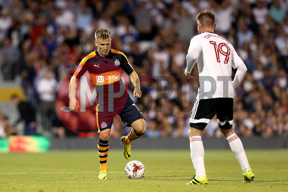 Matt Ritchie of Newcastle United takes on Ryan Tunnicliffe of Fulham - Mandatory by-line: Robbie Stephenson/JMP - 05/08/2016 - FOOTBALL - Craven Cottage - Fulham, England - Fulham v Newcastle United - Sky Bet Championship