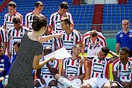 23-07-2015 VOETBAL: FOTOPERSDAG WILLEM II: TILBURG<br /> Vanmiddag werd de jaarlijkse fotopersdag bij Willem II gehouden. TV opnames van Fox sports en studio fotos voor de media<br /> <br /> Op de foto zet Karlijn van Hoek de spelers op de juiste plaats<br /> <br /> <br /> Foto: Geert van Erven