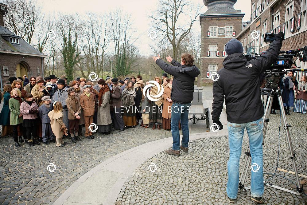 KERKRADE - Op het plein van het Abdijhotel Rolduc zijn de opnames voor de Limburgse filmproductie Anatole de Kindervriend zondag in Kerkrade.  FOTO LEVIN DEN BOER - PERSFOTO.NU