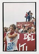 Proteste contro il summit del G8, Genova luglio 2001. 19 luglio, corteo dei Migranti. Un manifestante del movimento dei Disobbedienti.