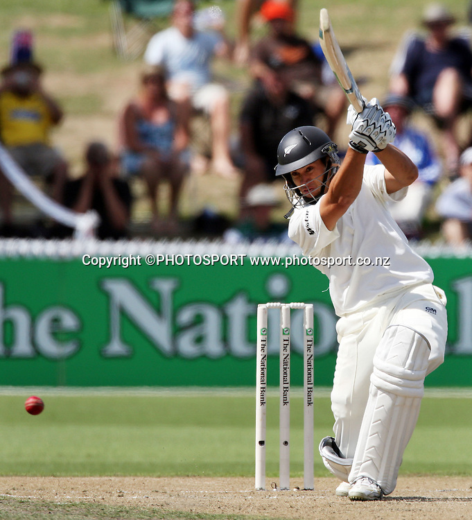 Ross Taylor hits runs before lunch in the National Bank Test Match Series, New Zealand v England, 2nd day of 1st Test at Seddon Park, Hamilton, New Zealand. Thursday 6 March 2008. Photo: Stephen Barker/PHOTOSPORT