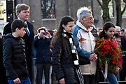 Koning Willem-Alexander is aanwezig bij de herdenking van de Februaristaking. Op 25 februari 1941 legden duizenden werknemers in Amsterdam en omgeving het werk neer uit protest tegen het optreden van de Duitse bezetter tegen de joden. <br /> <br /> King Willem-Alexander was present at the commemoration of the February strike. On February 25, 1941 put thousands of workers in Amsterdam and around the work down in protest against the actions of the Germans against the Jews.<br /> <br /> Op de foto / On the photo: <br />  Kranslegging door -Stakers, de Heer M. van den Berg, de Heer B. van der Kuil en Mevrouw T. IJisberg (dochter), begeleid door Z.M. de Koning; Bestuur Comité Herdenking Februaristaking 1941;