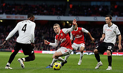 04.12.2010, Emirates Stadium, London, ENG, PL, FC Arsenal vs FC Fulham, im Bild Arsenal's Jack Wilshere in action between Fulham's Simon Davies  and Fulham's John Paintsil in Arsenal vs Fulham  for the EPL at the Emirates Stadium  in London on 04/12/2009. EXPA Pictures © 2010, PhotoCredit: EXPA/ IPS/ Marcello Pozzetti +++++ ATTENTION - OUT OF ENGLAND/UK and FRANCE/FR +++++