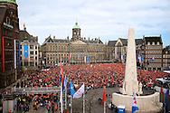 AMSTERDAM - De inhuldiging van Koning Willem Alexander. Met op de foto  de Dam met alle oranje bezoekers tijdens de inhuldiging van Koning Willem Alexander. FOTO LEVIN DEN BOER - PERSFOTO.NU