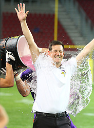 29.07.2017, Woertersee Stadion, Klagenfurt, AUT, AFL, Austrian Bowl XXXIII, Dacia Vikings Vienna vs Swarco Raiders Tirol, im Bild Gatorade Shower fuer Chris Calaycay (Dacia Vikings Vienna, Head Coach) nach dem Sieg // during the Austrian Football League Austrian Bowl XXXIII game between Dacia Vikings Vienna vs Swarco Raiders Tirol at the Woertersee Stadion, Klagenfurt, Austria on 2017/07/29. EXPA Pictures © 2017, PhotoCredit: EXPA/ Thomas Haumer