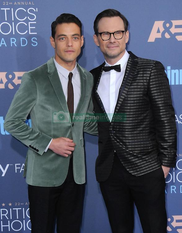 Rami Malek, Christian Slater  bei der Verleihung der 22. Critics' Choice Awards in Los Angeles / 111216