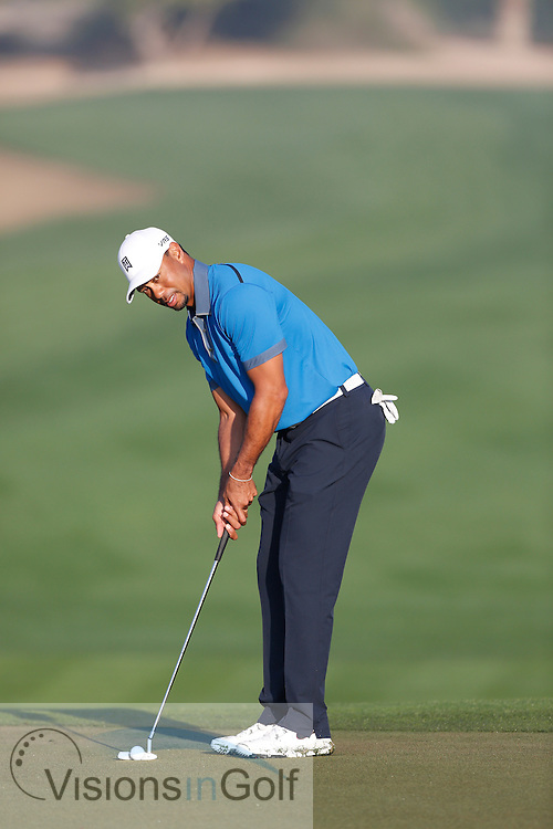 Tiger Woods putting sequence and pre shot routine<br /> Omega Dubai Desert Classic, Emirates GC, UAE, January 2014<br /> Picture Credit:  Mark Newcombe / www.visionsingolf.com