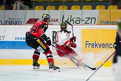 25.09.2016, Ice Rink, Znojmo, CZE, EBEL, HC Orli Znojmo vs HCB Suedtirol Alperia, 4. Runde, im Bild v.l. Marek Biro (HC Orli Znojmo) Travis Oleksuk (HCB Sudtirol) // during the Erste Bank Icehockey League 4th Round match between HC Orli Znojmo and HCB Suedtirol Alperia at the Ice Rink in Znojmo, Czech Republic on 2016/09/25. EXPA Pictures © 2016, PhotoCredit: EXPA/ Rostislav Pfeffer