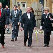 NLD/Amsterdam/20110722 - Afscheidsdienst voor John Kraaijkamp, Frans Mulder en partner, met Marianne van Wijnkoop