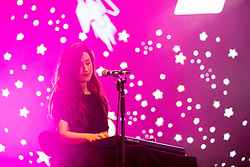 DOHA, QATAR - Friday, December 20, 2019: Adele Dominique Emmas of The Lightning Seeds performs at the official Fan Zone at the Doha Golf Club during the FIFA Club World Cup Qatar 2019. (Pic by David Rawcliffe/Propaganda)