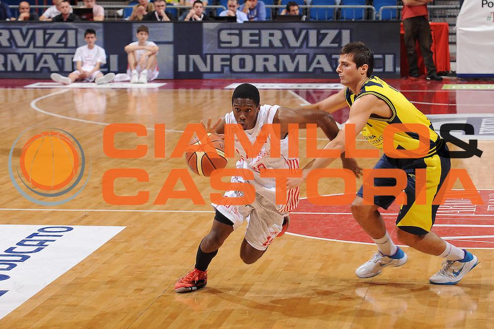 DESCRIZIONE : Milano Lega A 2009-10 Playoff Quarti di Finale Gara 2 Armani Jeans Milano Sigma Coatings Montegranaro<br /> GIOCATORE : Morris Finley<br /> SQUADRA : Armani Jeans Milano<br /> EVENTO : Campionato Lega A 2009-2010 <br /> GARA : Armani Jeans Milano Sigma Coatings Montegranaro<br /> DATA : 22/05/2010<br /> CATEGORIA : palleggio<br /> SPORT : Pallacanestro <br /> AUTORE : Agenzia Ciamillo-Castoria/A.Dealberto<br /> Galleria : Lega Basket A 2009-2010 <br /> Fotonotizia : Milano Lega A 2009-10 Playoff Quarti di Finale Gara 2 Armani Jeans Milano Sigma Coatings Montegranaro<br /> Predefinita :