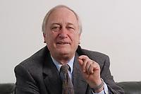 10 MAR 2003, BERLIN/GERMANY:<br /> Heinrich August Winkler, Professor fuer neuste Geschichte an der Humbold-Universitaet Berlin, waehrend einem Interview, Spiegel Redaktionsvertretung<br /> IMAGE: 20030310-01-013<br /> KEYWORDS: Historiker