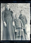 children posing circa 1920s